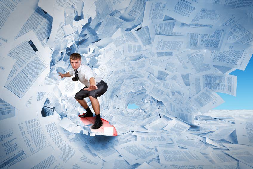 un surfeur sur les mails